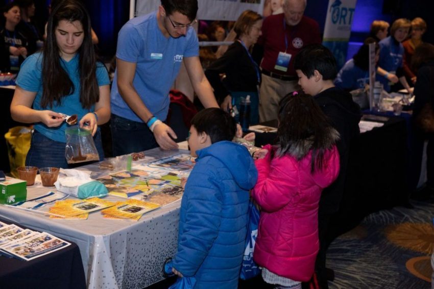 festival goers learn about Jewish organizations at the Atlanta Jewish Life Festival